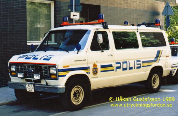 Polisbussar