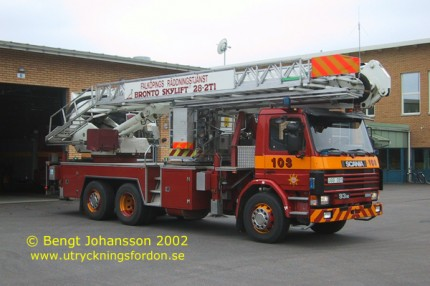 Scania P 93 M 280 6x2 med Bronto Skylift 28-2T1